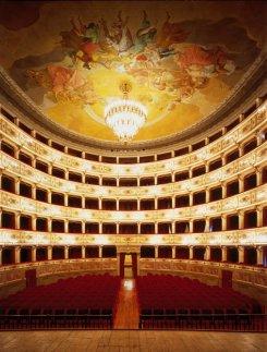 15 -Fermo. Teatro dell'Aquila, interno.