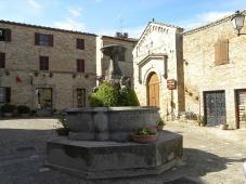 25 -Torre di Palme fontana classica e chiesa di san Giovanni