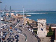 27 -Ancona. L'arco di Traiano rappresenta una delle testimonianze monumentali più preziose dell'architettura romana. fu fatto costruire 100 a.C. dal Senato di Roma in onore dell' Imperatore Traiano.