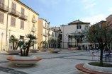 14 -Isernia. Piazza san Pietro Celestino V che è una delle piazze più importanti della città. Situata nel centro storico.