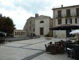 15 -Isernia. Piazza Celestino quinto vista dal lato opposto dove si vede la chiesa della Concezione e la Fontana Fraterna.