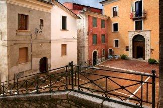 6 -Campobasso, nel centro storico,Salita San Bartolomeo, 18, il Palazzo Pistilli che prende il nome dalla famiglia Pistilli, 1783, ospita il Museo Nazionale del Molise.