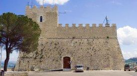 26 -Campobasso. Il Castello Monforte,Campobasso. Il Castello Monforte, frontale della facciata.