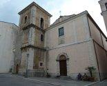 11 -Isernia. La chiesa di Santa Chiara, insieme al monastero omonimo, è stata fondata nel 1275. La chiesa custodisce nel suo interno la statua dell'Addolorata che, durante la processione del Venerdì Santo, viene trasportata dai portantini subito dietro a quella del Cristo morto.