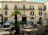 22 -Isernia. Palazzo d'Avalos Laurelli, in Piazza Trento e Trieste. L'edificio fu costruito nel 1694 per volere del principe Diego D'Avalos, discendente della nobile famiglia dei D'Avalos, venuta in Italia al seguito di Alfonso I d'Aragona.