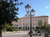 Campobasso. Piazza della Vittoria. Il Municipio