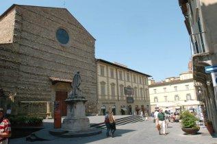 10 -Arezzo. Piazza S. Francesco.