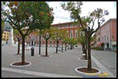 10-Massa. Piazza degli Aranci con sullo sfondo il Palazzo Ducale