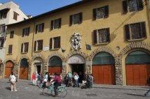 11 -Prato, Nella stessa Piazza Duomo si può visitare il museo dell'Opera del Duomo, dove sono conservati dipinti, sculture e suppellettili sacre.Museo dell'Opera del Duomo.
