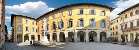 12 -Prato. Piazza del Comune, Piazza del Comune, quì si possono ammirare la Fontana del Bacchino, il Palazzo Comunale, e lo stupendo medievale Palazzo Pretorio.
