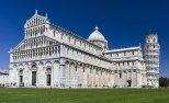 7 -Pisa, Il duomo di Santa Maria Assunta, al centro della Piazza dei Miracoli, con inizio della sua costruzione nel 1064, è capolavoro del romanico, in particolare del romanico pisano, rappresenta la testimonianza tangibile del prestigio e della ricchezza raggiunti dalla Repubblica marinara di Pisa nel momento del suo massimo splendore.
