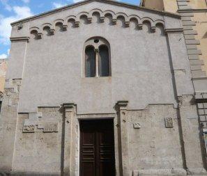 25 -Grosseto. Lungo il Corso Carducci, tra il Palazzo Cappelli e il Palazzo Pallini è situata la Chiesa di San Pietro, ritenuta la più antica della città.