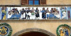 16 -Pistoia. Ospedale del Ceppo, particolare della facciata.