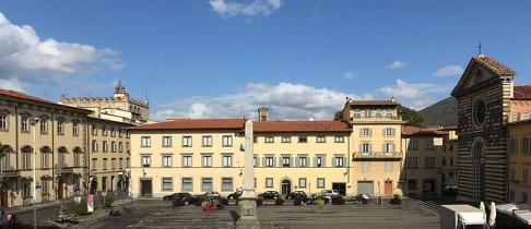 16 -Prato. Piazza San Francesco con sulla destra la chiesa di San Francesco.