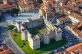 21 -Prato. Il castello dell'Imperatore si trova a Prato in piazza delle Carceri, accanto alla chiesa di Santa Maria delle Carceri e alla grande Chiesa di San Francesco.