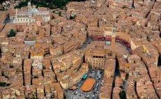 2 -Siena, panoramamica su Piazza del Campo.