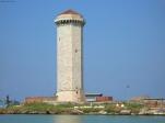 21 -Livorno. La Torre del Marzocco è un'antica torre d'avvistamento risalente al XV secolo e che si innalza a Livorno, all'interno delle aree portuali situate a nord della città, è a tronco di piramide, rivestita di marmo bianco a forma ottagonale. Salendo fino alla sommità si può ammirare un panorama immenso.