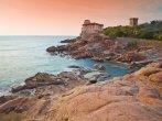 """27-Livorno Castello del Boccale. è un grande maniero che si innalza a pochi km dalla città, a sud del quartiere di Antignano, lungo la strada costiera per Quercianella nel tratto di costa chiamato """"Boccale"""" o """"Cala dei Pirati"""", caratterizzato da una costa a strapiombo sul mare particolarmente suggestivo,.."""
