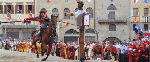 20 -Arezzo. Piazza Grande. particolare della Giostra del Saracino.