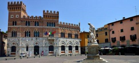 18-Grosseto- sempre in Piazza-Dante Alighieri, sulla destra del Duomo, il Palazzo Aldobrandeschi, conosciuto anche come Palazzo della Provincia. Inaugurato nel 1903 rievoca lo stile senese medievale.