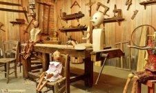 25 -Pistoia, parco di Pinocchio. Il laboratorio di Geppetto.