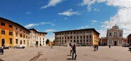 29 -Pisa. Piazza dei Cavalieri che prende il nome dalla presenza, voluta dal granduca Cosimo I de' Medici, del quartier generale dell'Ordine dei cavalieri di Santo Stefano.