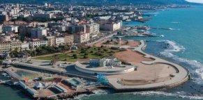 4 -Livorno. La Terrazza Mascagni, delimitata verso il mare, la grande piazza è uno dei luoghi più suggestivi di Livorno, il suo pavimento a scacchiera è di 8.700 metri quadrati.