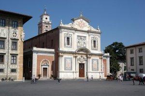 34 -Pisa. Piazza dei Cavalieri. La Chiesa di Santo Stefano fu realizzata da Giorgio Vasari di cui all'interno c'è il dipinto Lapidazione di santo Stefano a cui si aggiunge unaNatività di Cristo del Bronzino.