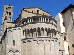 29 -Arezzo. Pieve S. Maria. l'abside che si affaccia in Piazza Grande,
