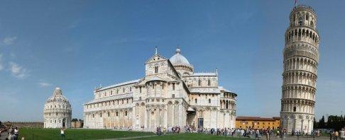 4 -Pisa. Piazza dei Miracoli con i principali monumenti religiosi della città che andremo a conoscere in dettaglio: la Torre, il Duomo, il Battistero ed il Campo Santo.