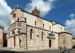 10 -Grosseto. Duomo, lato destro che prospetta su Piazza Dante.