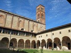 28 -Prato. Chiesa di San Domenico Chiostro Rinascimentale, con accesso al Museo di Pittura Murale