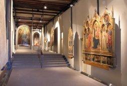 29-Prato. Piazza San Domenico interno museo, con opere di Niccolò Gerini, Agnolo Gaddi e Paolo Uccello.