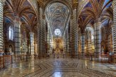 22 -Siena, Il meraviglioso pavimento marmoreo del Duomo è molto particolare con i suoi 56 riquadri a graffito e commesso marmoreo, eseguiti tra il 1369 e il 1547, che raffigurano scene sacre e profane, ad opera di oltre 40 artisti tra cui il Beccafumi che ne realizzò ben 35.