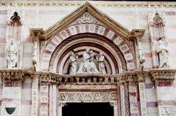 11 -Grosseto. Duomo, lato destro che prospetta su Piazza Dante. Particolare del Portale.