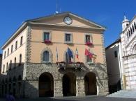 19 -Grosseto-Piazza-Dante sulla sinistra del Duomo, l'ottocentesco Palazzo Comunale.