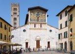 11 -Lucca. La basilica di San Frediano è uno dei più antichi luoghi di culto cattolico di Lucca, in stile romanico, ed è situata nella piazza omonima. Da questa basilica si snoda la sera del 13 settembre la processione per la Santa Croce.