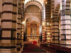 12 -Duomo di Grosseto, l'interno la cattedrale presenta una pianta a croce latina, a tre navate e contiene diverse opere interessanti.