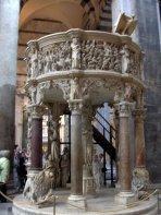 12 -Pisa. Duomo. Il pergamo di Giovanni Pisano.