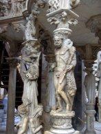 13 -Pisa. Duomo,Pisano, dettaglio del pergamo, Ercole, una rarissima raffigurazione di nudo del medioevo