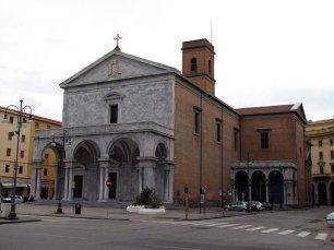 9 -Livorno. In Piazza Grande il Duomo, cattedrale di San Francesco. principale luogo di culto cattolico di Livorno.