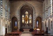 22 -Arezzo. Interno della chiesa di San Domenico, ha una sola navata, che prende luce da 12 finestre monofore. La decorazione pittorica interna, trecentesca, è a tutt'oggi bene documentata.