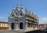 21 - Pisa. Sul Lungarno Gambacorti , la chiesetta di Santa Maria della Spina.